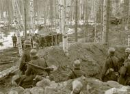 Asisbiz German Wehrmacht Gebirgsjagers during their attack near Louhi heading to Jelettijarvi 15th May 1942 88775
