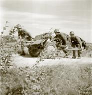 Asisbiz Grounds forces move a 3.7cm Pak 36 anti tank gun near Ounasniemi 14th Jul 1941 26281