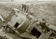 Asisbiz Soviet BT5 tanks destroyed at Gatehouse 27th Aug 1941 40203