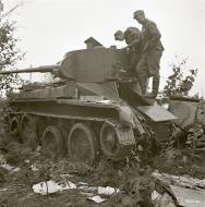 Asisbiz Soviet BT7M tank knocked out around Suojarvi 22nd Aug 1941 37640
