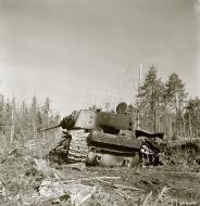 Asisbiz Soviet KV1 tank knocked out by a mine near Syvari power plant 19th Apr 1942 83981