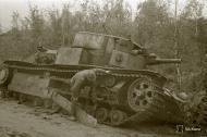 Asisbiz Soviet T28 33 ton tank destroyed south of Lake Nuosjarvi 5th Sep 1941 44646