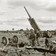 Asisbiz Soviet heavy anti aircraft artillery captured at Sommee 2nd Sep 1941 43152
