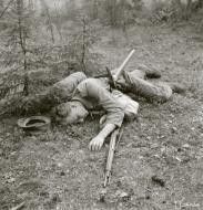 Asisbiz Soviet snipper kills a Finnish soldier around Huuhanmaki 28th May 1943 128541