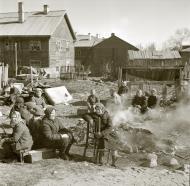 Asisbiz Soviet women having breakfast at a Finnish internment camps 1941