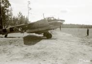 Asisbiz FAF Petlyakov Pe 2 PE215 returns from its mission at Lappeenranta 30th Jun 1944 02