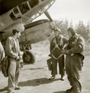 Asisbiz FAF Petlyakov Pe 2 PE2xx back from their Intel mission Lappeenranta Finland 30th Jun 1944 01