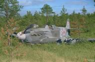 Asisbiz Soviet Yakovlev Yak 7 White 18 belly landed Pulsa Vihosinkyla 2nd Sep 1944 color 01