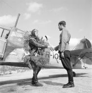 Asisbiz Fokker D XXI FAF LeLv14 FR109 Lt T Vuorinen celebrate his 100 flight at Rukajarven 11th Aug 1942 104735