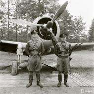 Asisbiz Curtiss Hawk 75A FAF LeLv32 CUxxx Capt Bremer at Nurmoila Finland 12th Jul 1942 03