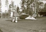 Asisbiz Curtiss Hawk 75A6 FAF 1.LeLv12 CU581 taxing Nurmoila Finland 18th Oct 1943 01