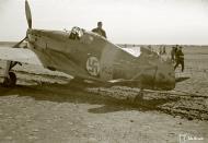 Asisbiz Morane Saulnier MS 406 FAF MS316 landing mishap Llanas Latva 14th May 1942 17