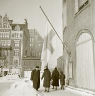 Asisbiz Helsinki the Finnish flag flown at half mast during the interim peace deal with Stalins Soviet Russia 13th Mar 1940 6247