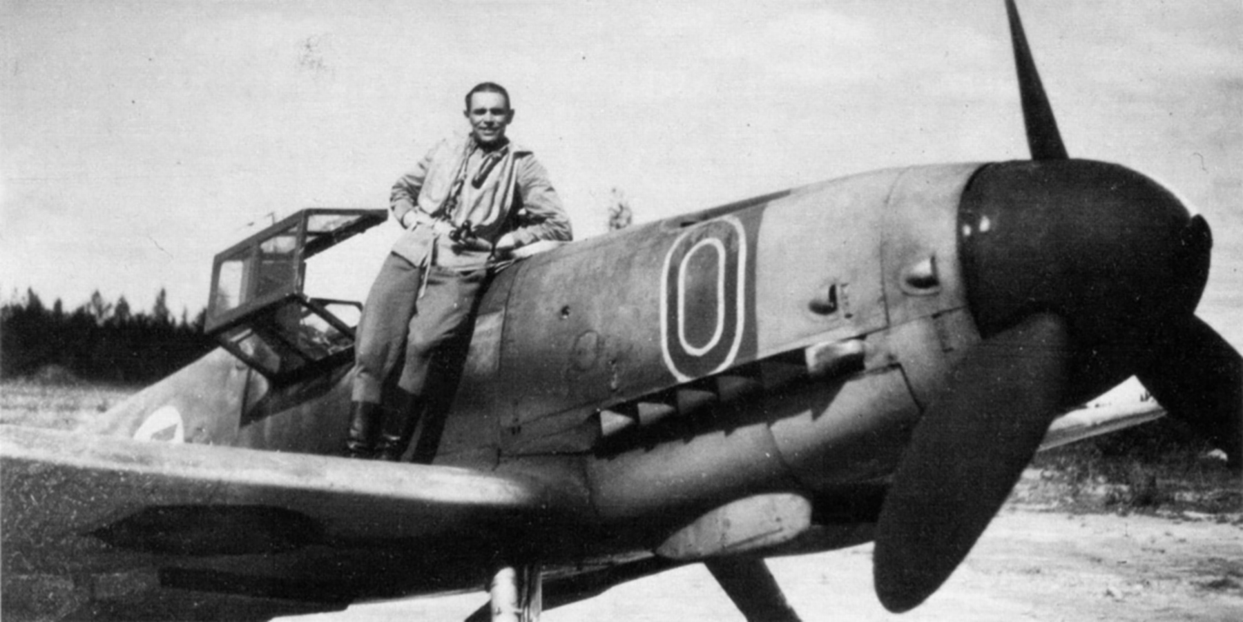 Aircrew FAF ace Lentomestari Tuominen of 1.LeLv34 leans on his Bf 109G MT 220 at Utti June 1943 01