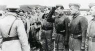 Asisbiz Aircrew General der Jagdflieger Adolf Galland inspects Ekdo 25 Achmer 1943 01