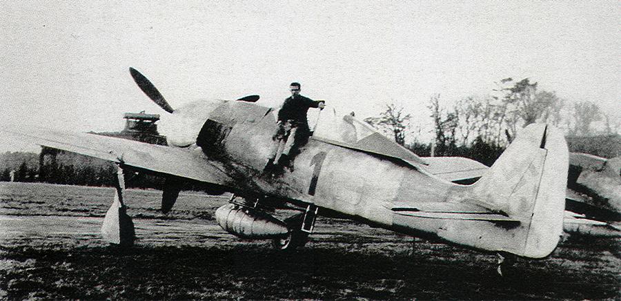 Focke-Wulf-Fw-190A7-2.JG11-Black-1-WNr-643701-Rotenburg-Germany-1944-01.jpg