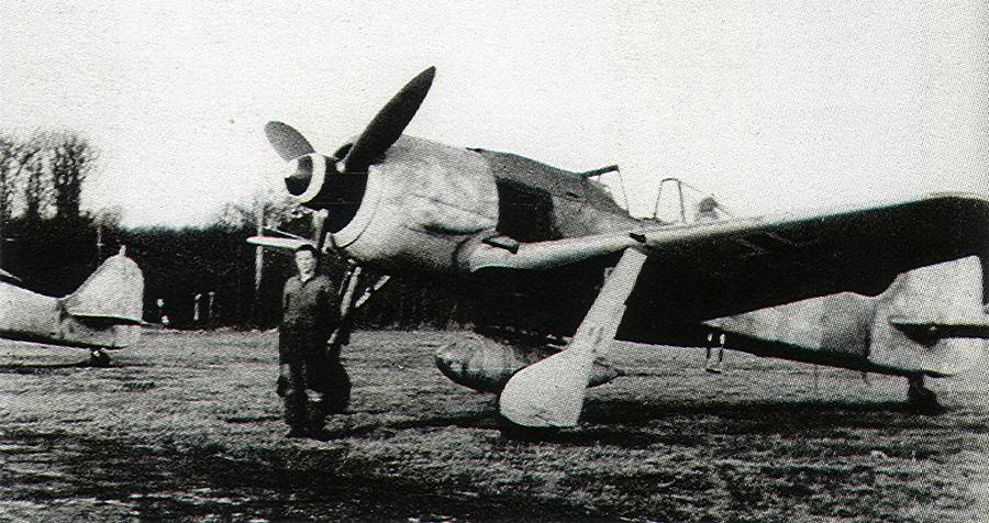 Focke-Wulf-Fw-190A7-2.JG11-Black-1-WNr-643701-Rotenburg-Germany-1944-02.jpg
