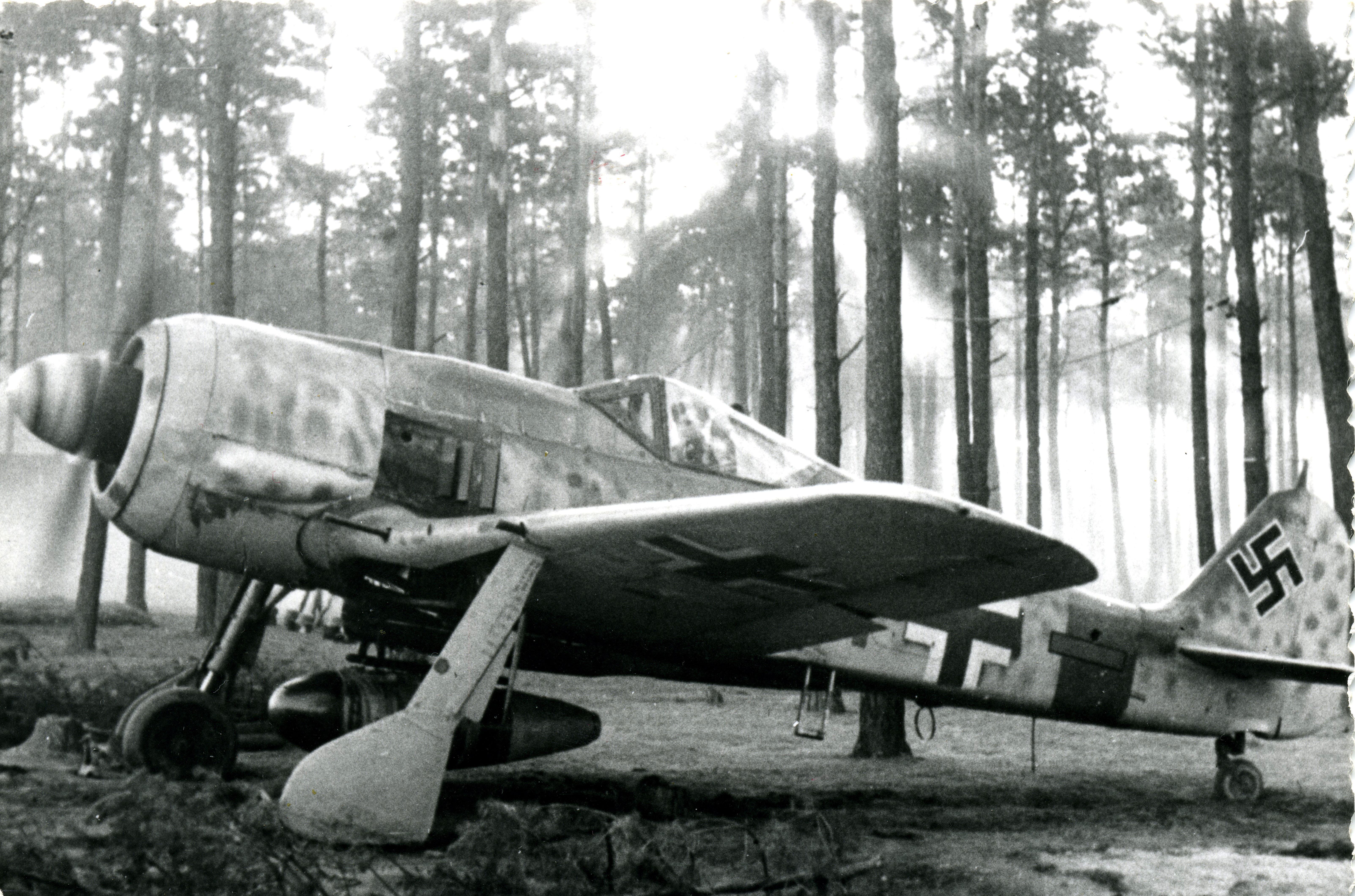 Focke Wulf Fw 190A8 5.JG300 Red 1 Klaus Bretschneider M499 Germany 1944 01