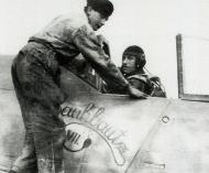 Asisbiz Focke Wulf Fw 190A8 5.JG300 Red 1 Klaus Bretschneider Rauhbautz VII 1944 04