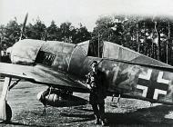Asisbiz Focke Wulf Fw 190A8 6.JG300 (Y12+ ) Lothar Fodisch Germany 1944 01