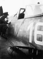 Asisbiz Focke Wulf Fw 190A8 5.JG4 White 16 Franz Schaar WNr 681385 Germany 1944 01