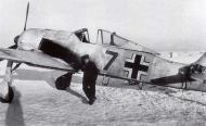 Asisbiz Focke Wulf Fw 190A4 III.JG51 Brown 7+ Vyazma Russia 1943 01