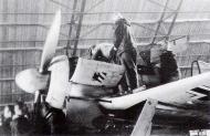 Asisbiz Focke Wulf Fw 190A4 JG54 undergoing maintenance Siwerskaja Russia 1942 43 01