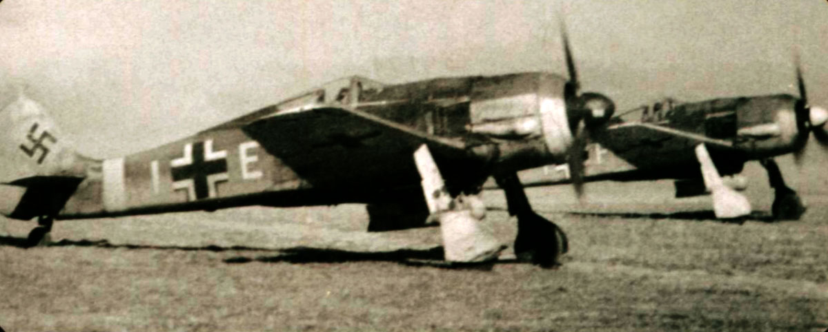 Focke Wulf Fw 190F 7.SG1 (E+I) with (F+I) taxing summer 1944 01