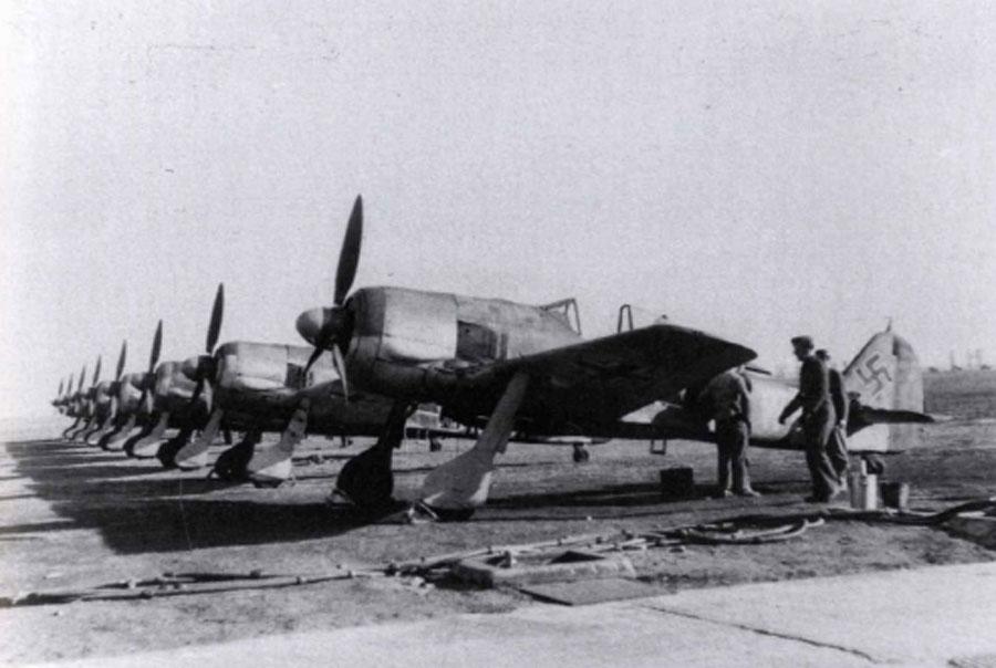 Focke Wulf Fw 190F2 SG1 (^+W) Gruppe Deblin Irena Poland 1943 01