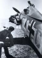 Asisbiz Focke Wulf Fw 190A5 I.SG1 Green C Triangle April 1943 01