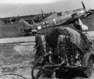 Asisbiz Focke Wulf Fw 190F8 1.SG4 White 1 unknown pilot Italy 1944 02