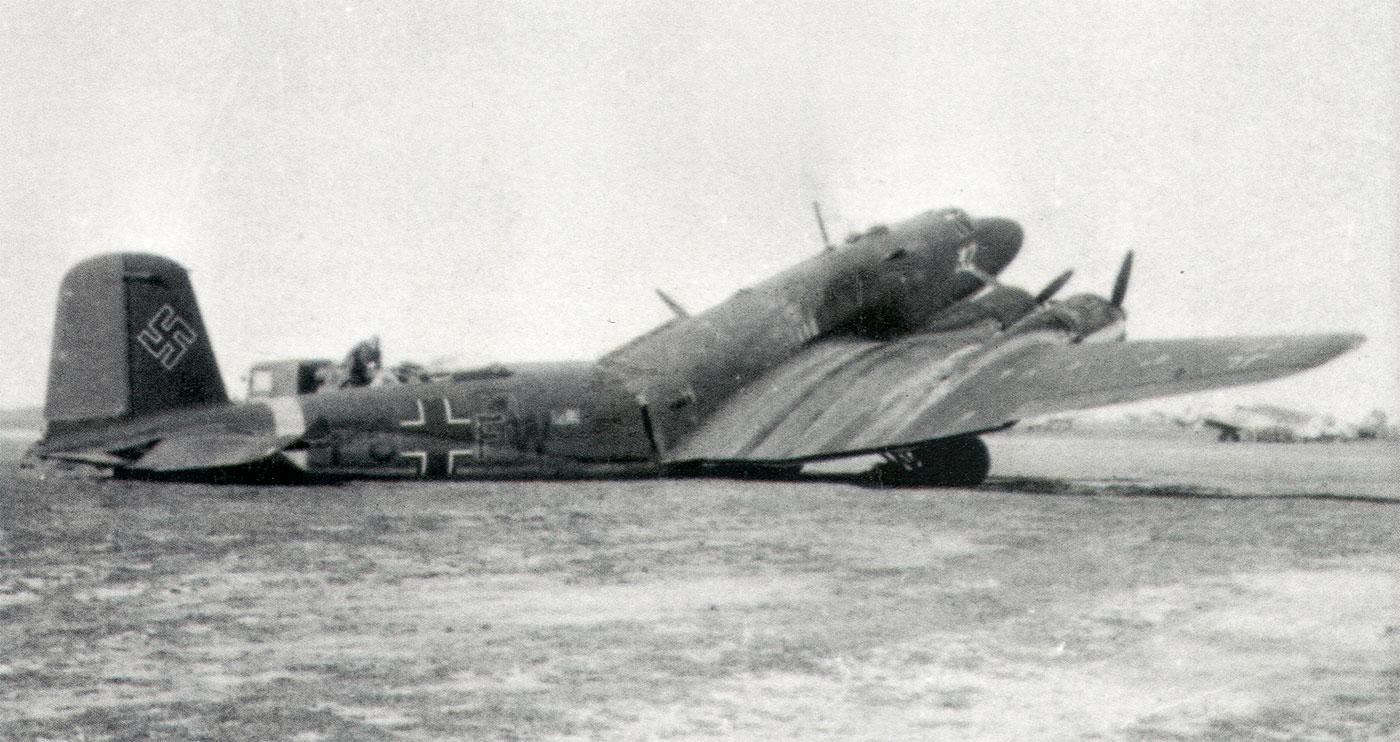 Focke Wulf Fw 200C Condor 12.KG40 (F8+FW) broken back 1942 01