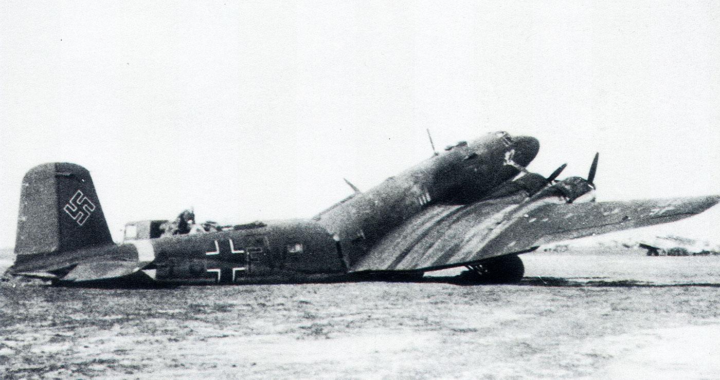 Focke Wulf Fw 200C Condor 12.KG40 (F8+FW) broken back 1942 02