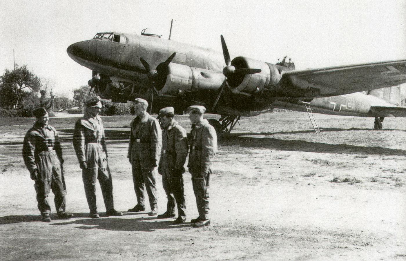 Focke Wulf Fw 200C2 Condor 12.KG40 (F8+BW) Edmund Daser Bordeaux 1940 03