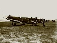 Asisbiz Curtiss P 40C Warhawk 8PG33PS Yellow 50 at Mitchel Field 1941 01