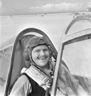 Asisbiz Aircrew RAAF 3Sqn Sqn Ldr RHM Bobby Gibbes at Marble Arch Libya IWM CM5074