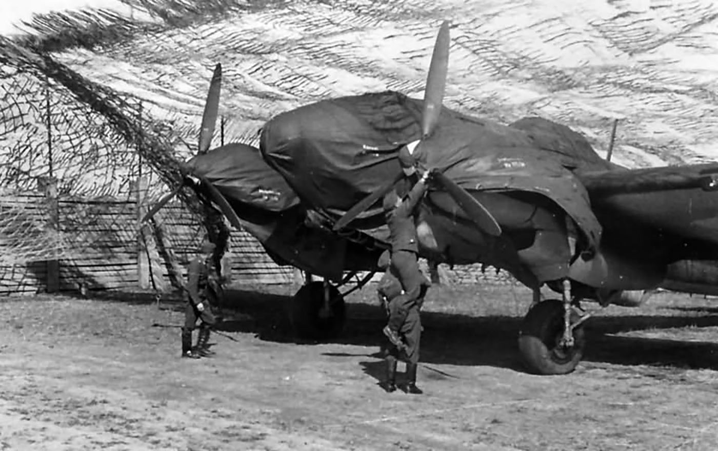 Heinkel He 111 bomber crew putting on their weather proof covers 01