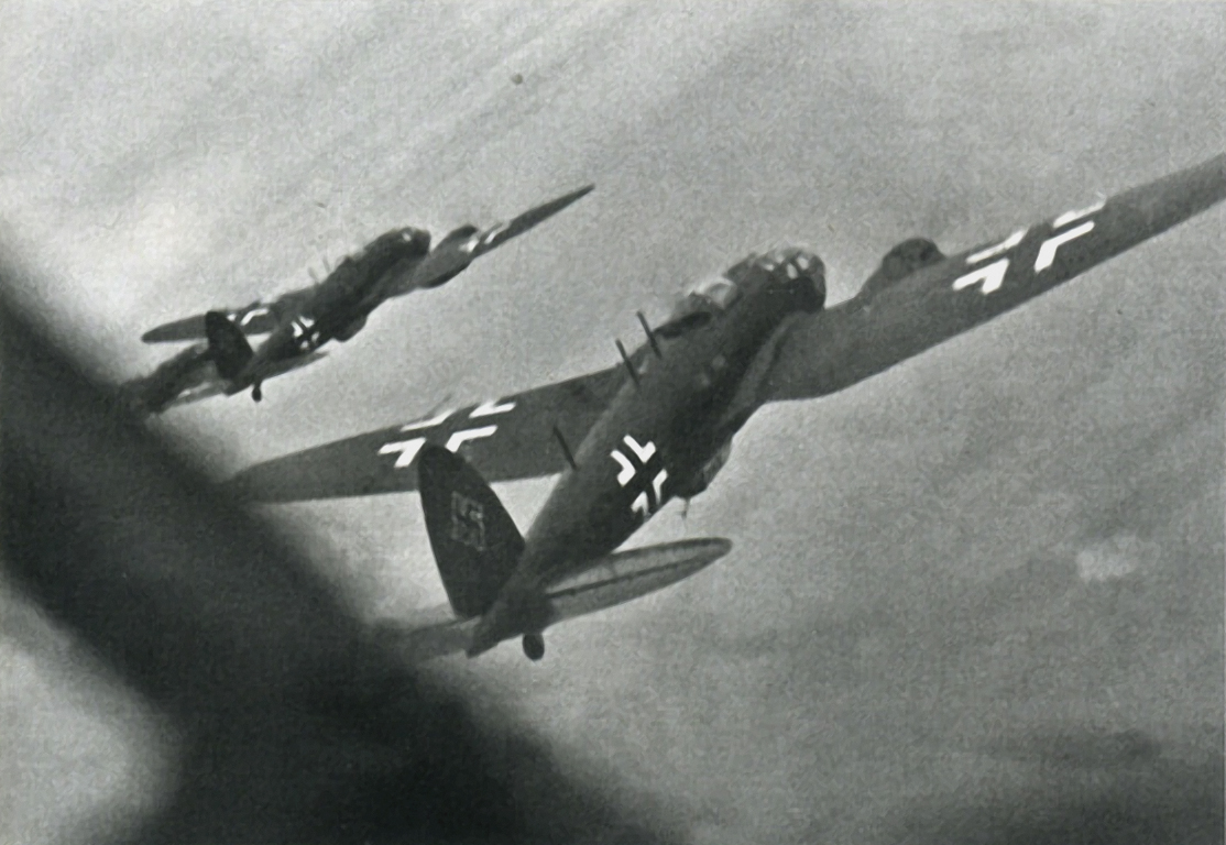 Heinkel He 111H 2.KG100 transfering to a new base 4th Aug 1940 01