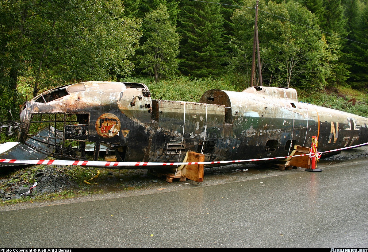 Heinkel He 111H recently rescued from lake 01