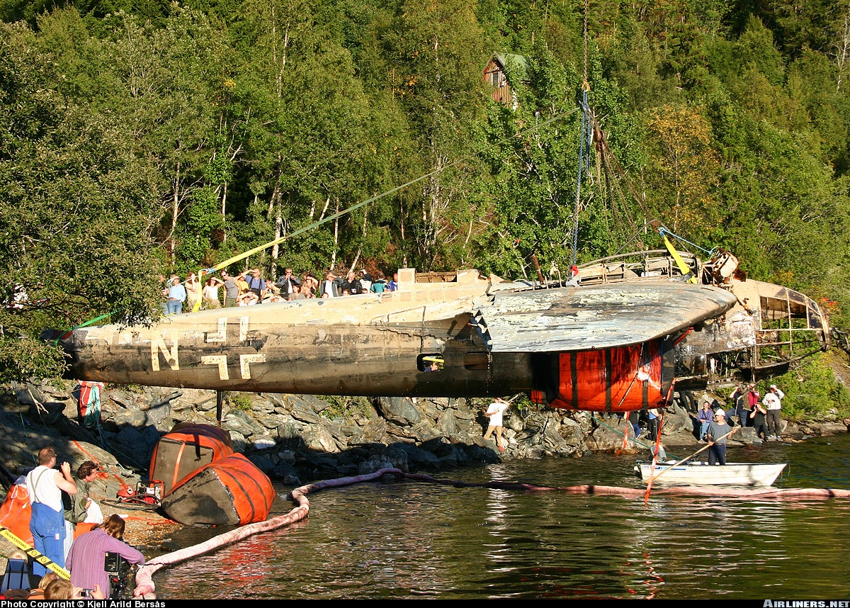 Heinkel He 111H recently rescued from lake 02