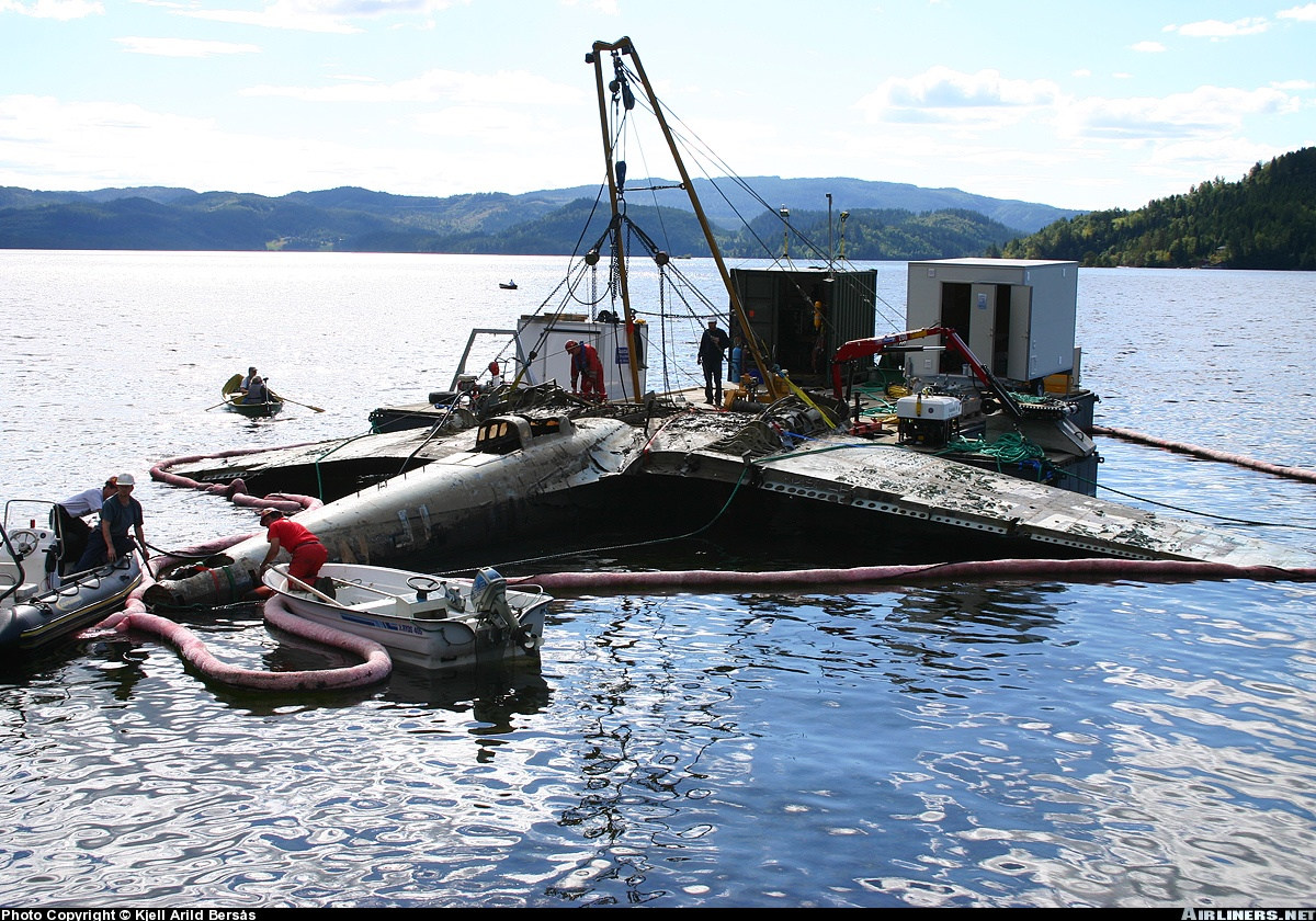 Heinkel He 111H recently rescued from lake 03