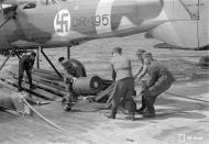 Asisbiz Dornier Do 22 FAF DR195 being rearmed Santahamina 23rd Jul 1942 02
