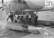 Asisbiz Dornier Do 22 FAF DR195 being rearmed Santahamina 23rd Jul 1942 03