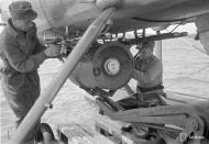 Asisbiz Dornier Do 22 FAF DR195 being rearmed Santahamina 23rd Jul 1942 05