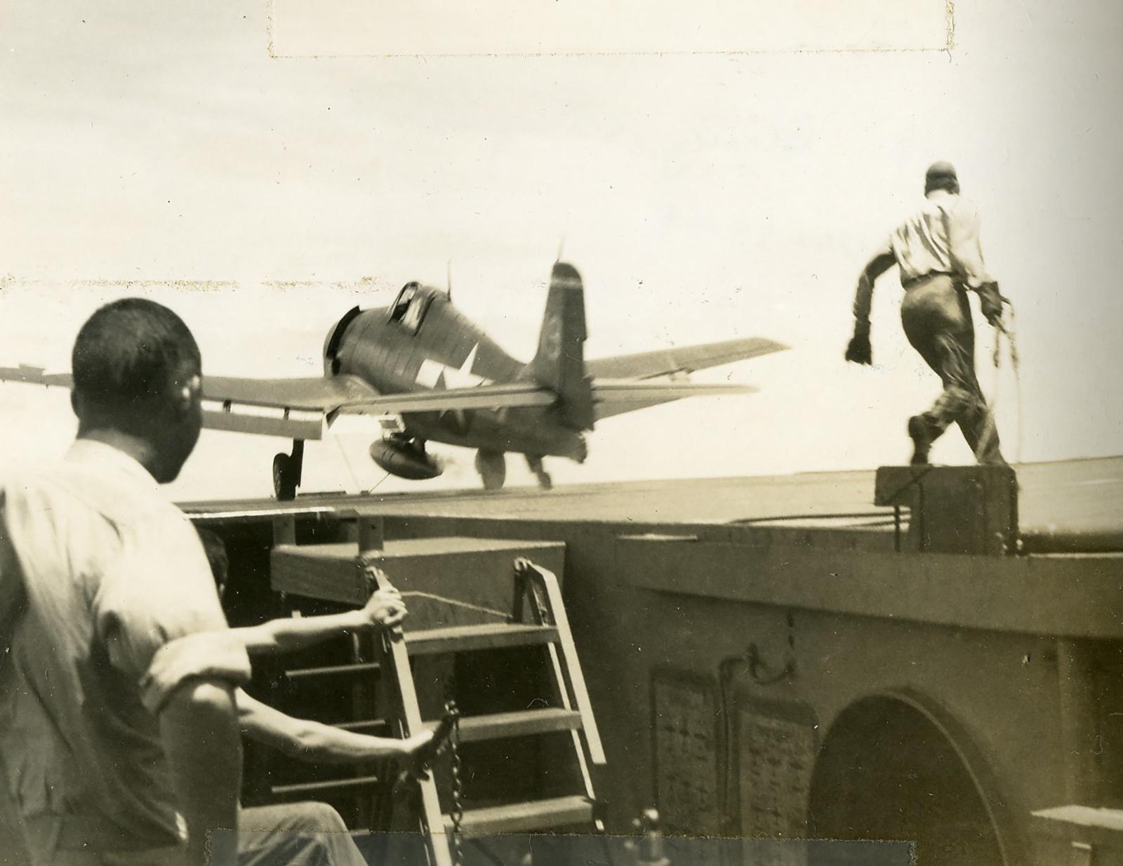 Grumman F6F 3 Hellcat GAG 15 White 19 CVL 27 USS Langley April 1944 01