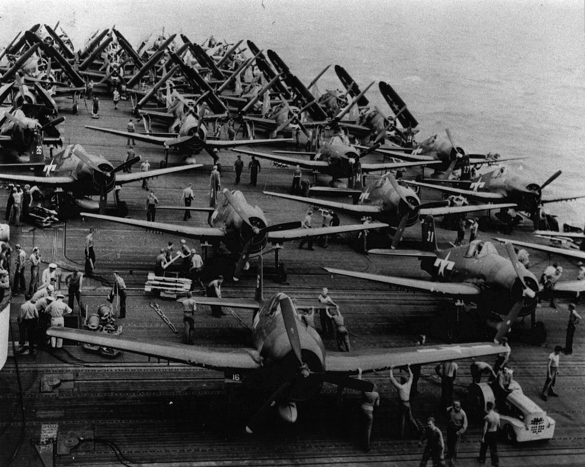 CV 13 USS Franklin AG13 F6F 5 Hellcats on deck 01