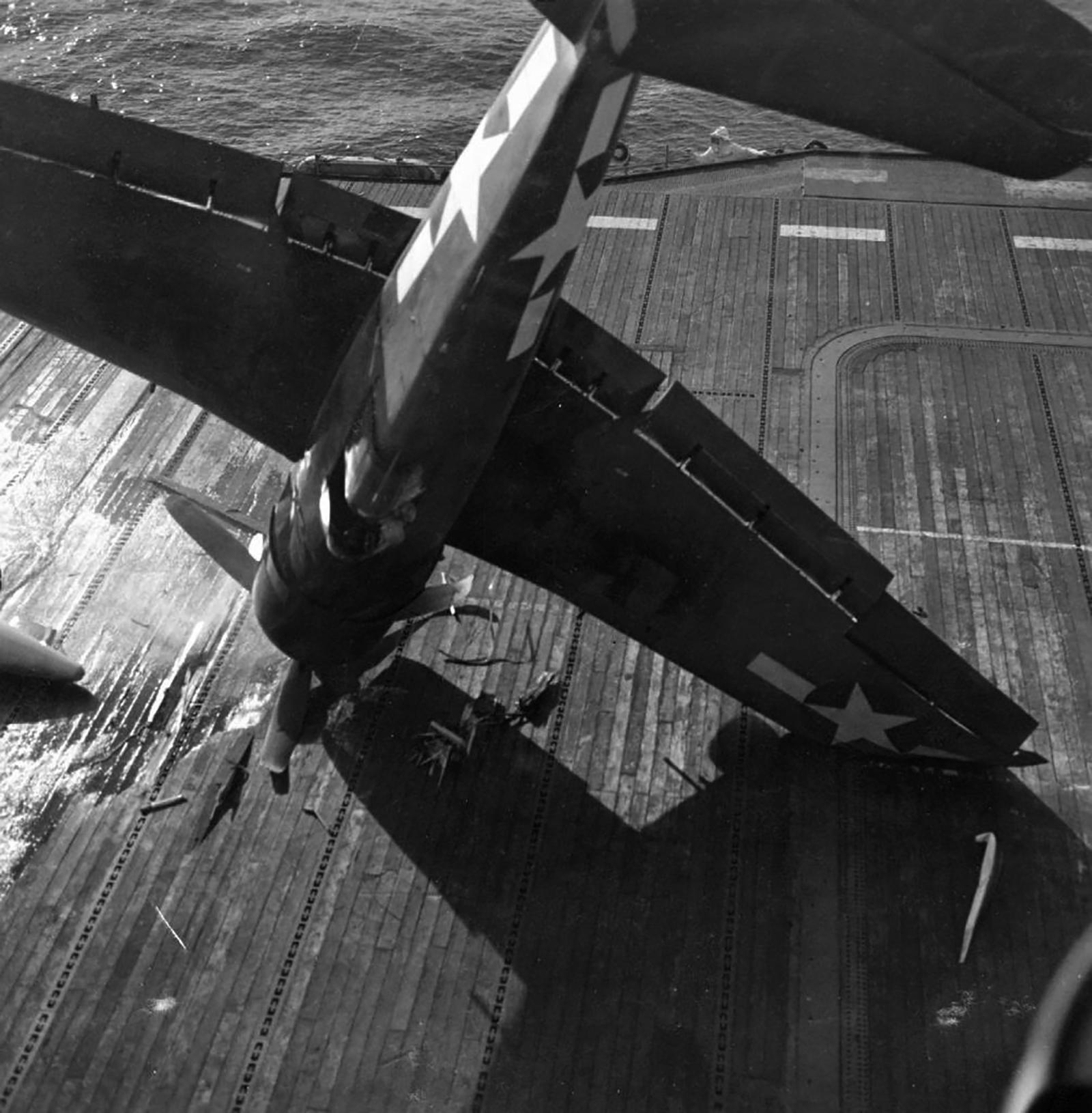 Grumman F6F 5 Hellcat VF 21 landing mishap CVL 24 USS Belleau Wood 1944 01
