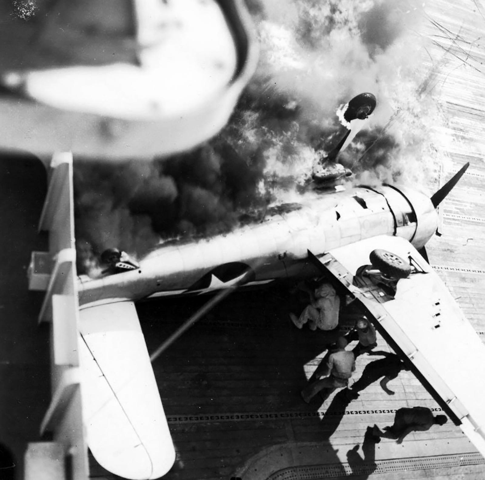 Grumman F6F 5 Hellcat VF 21 landing mishap CVL 24 USS Belleau Wood 1944 02