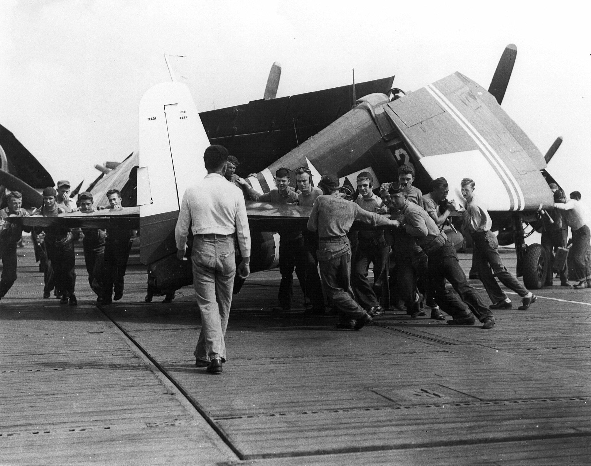 Grumman F6F 5 Hellcat VF 40 White D3 preparing for launch CVE 27 USS Suwanee Aug 1945 01