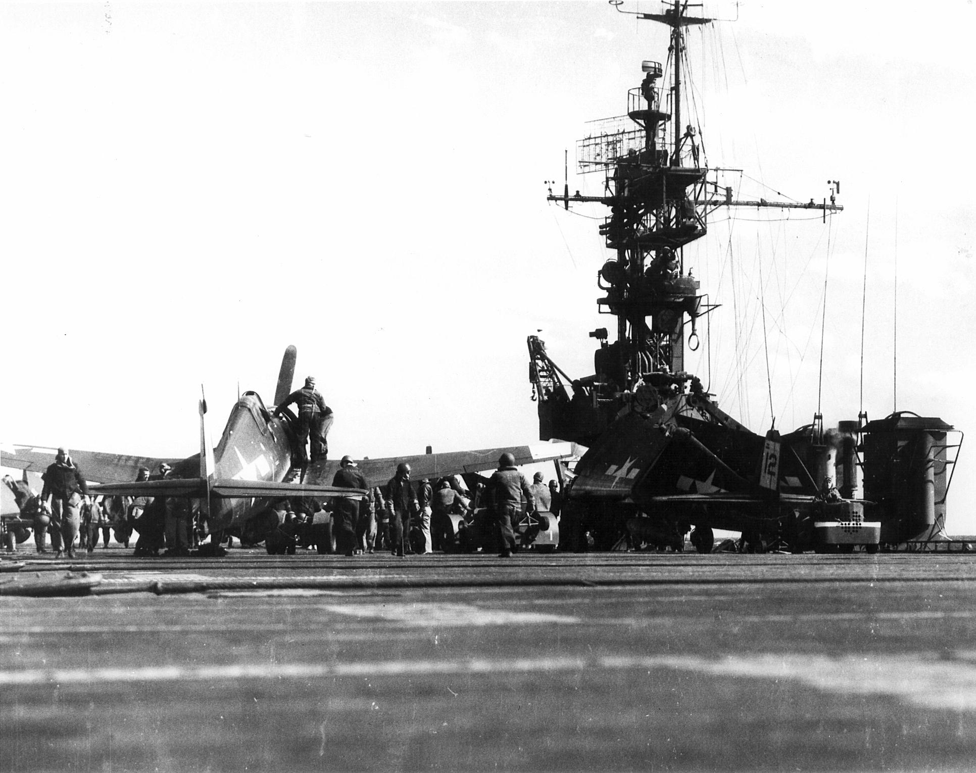 Grumman F6F 5 Hellcat VF 42 Black 12 aboard CVL 30 USS San Jacinto 01